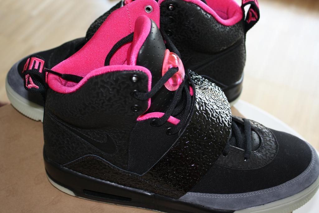 Nike Air Yeezy Black Pink 39