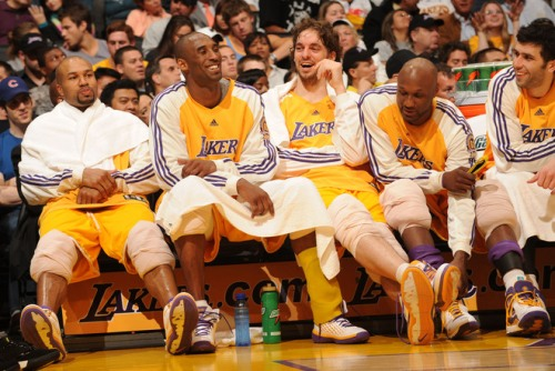 76076213AB013_KINGS_LAKERS